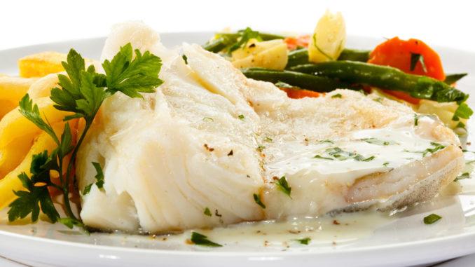 Kogt torsk med tilbehør og sauce