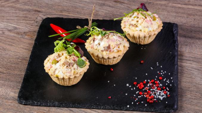 Tarteletter med hønsekød og rejer